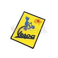 """Plaat nieuw Vespa """"To the sun and beyond"""""""